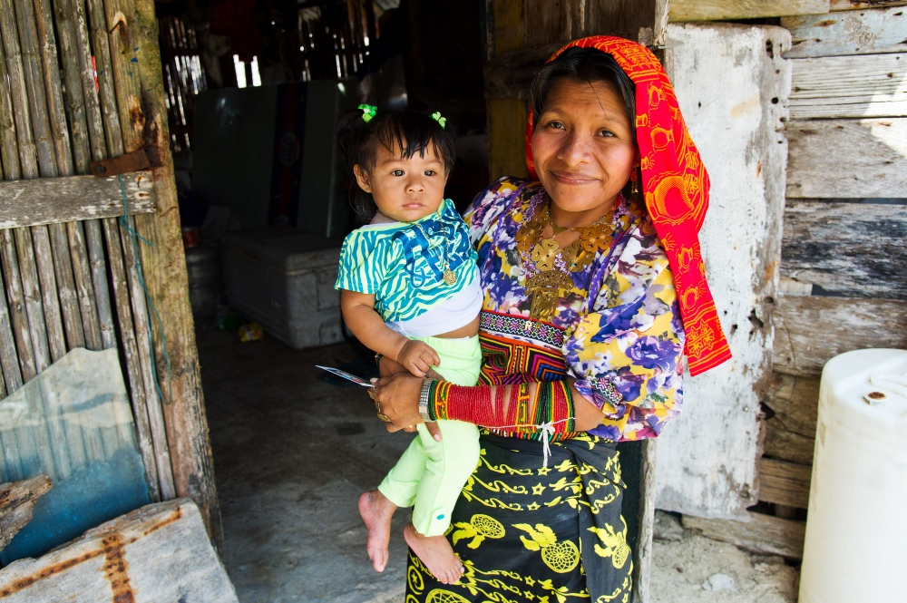 Kuna Indian Lady & Child, San Blas Islands